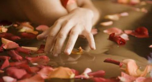 Spread the Rose Leaves in Bathtub