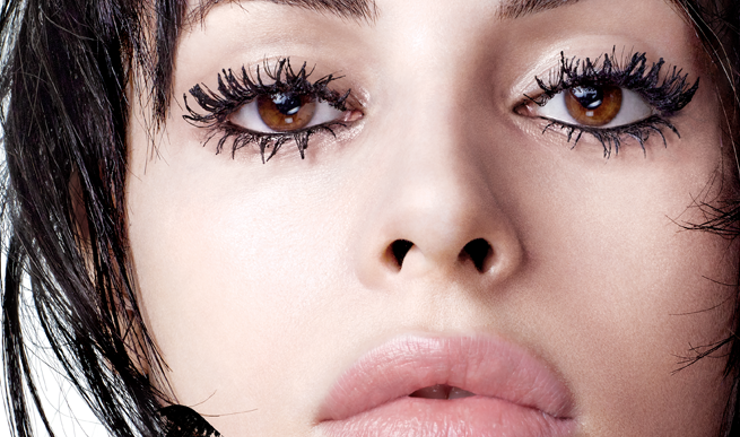 Expert Explains To Allure How To Avoid Messy Mascara