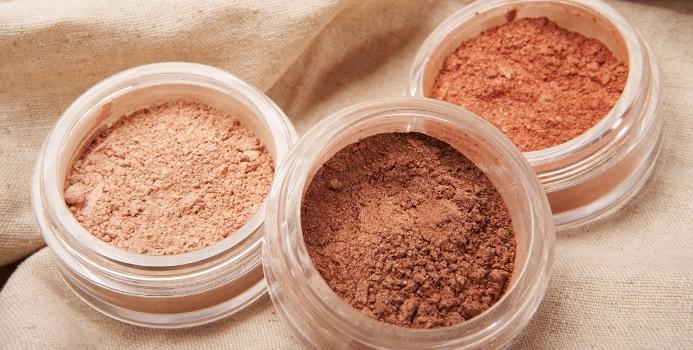 Applying a Mineral Makeup Foundation or Concealer