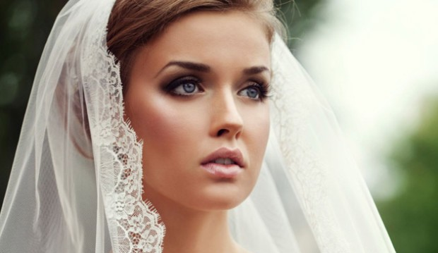Experts Weigh In On Ideal Bridal Makeup