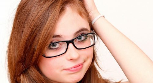 Girls Who Wear Glasses Can Select Eye Makeup Based On Their Prescription