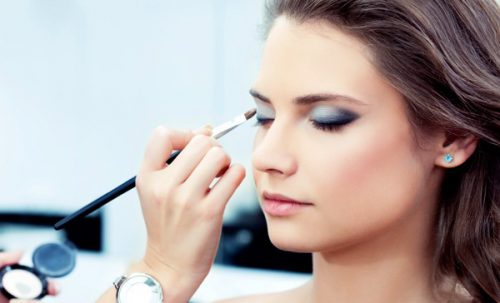 Industry Insiders Recommend Universally Flattering Cosmetics