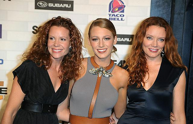 Blake Lively Dons Stunning Makeup At Recent Awards Show