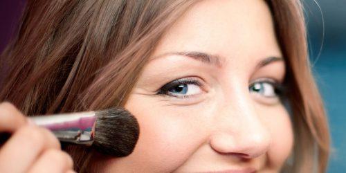 Use Facial Makeup To Maintain Dyed Hair