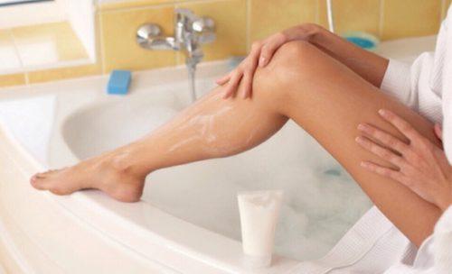 Model Creates Stir With Unshaven Legs