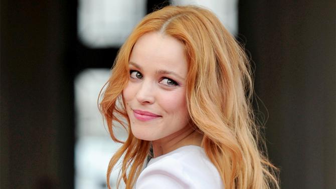 Rachel Mcadams' Makeup Artist Selects Cosmetics To Complement Her Hair
