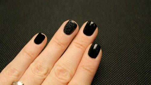 Rock Short, Dark Nails This Winter
