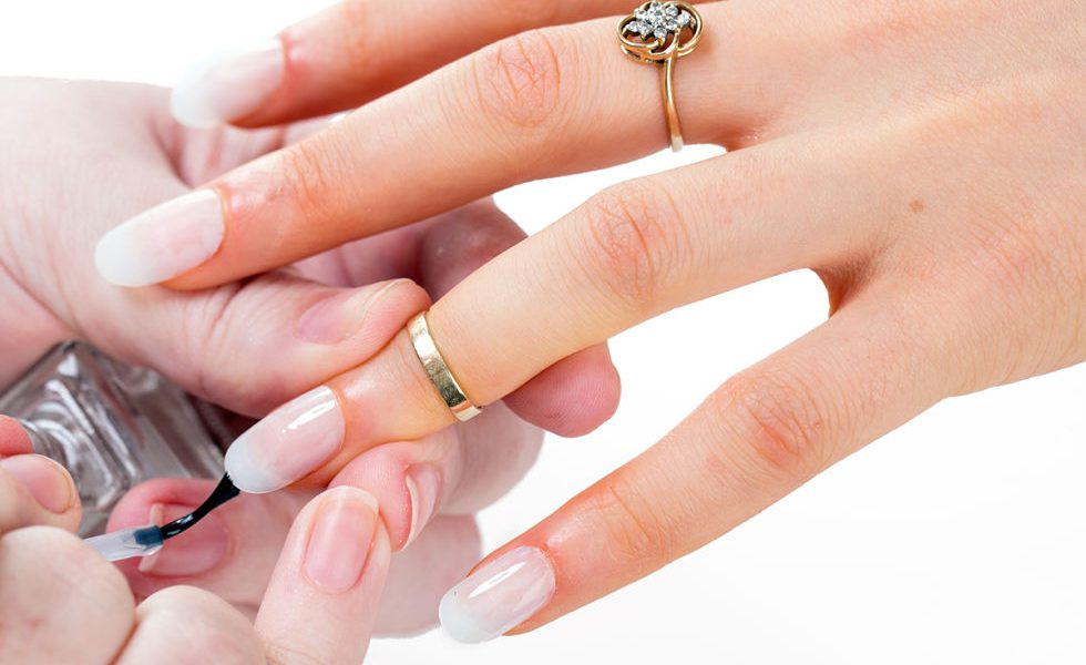 Expert Tips To Keep Your Nail Polish From Chipping | the Beauty ...