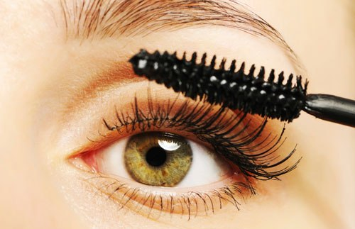 How To Keep Your Mascara Looking Flawless