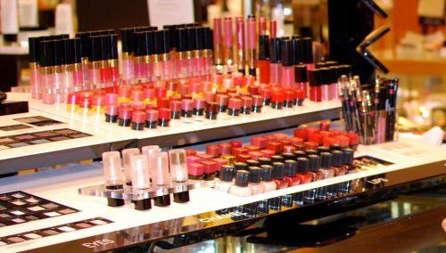 Making Healthful Choices At The Makeup Counter