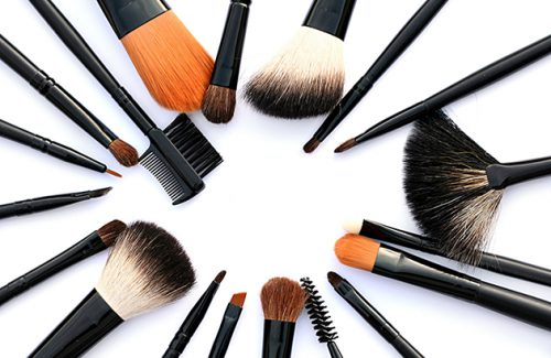 Which Tool Should You Use To Apply Your Foundation?