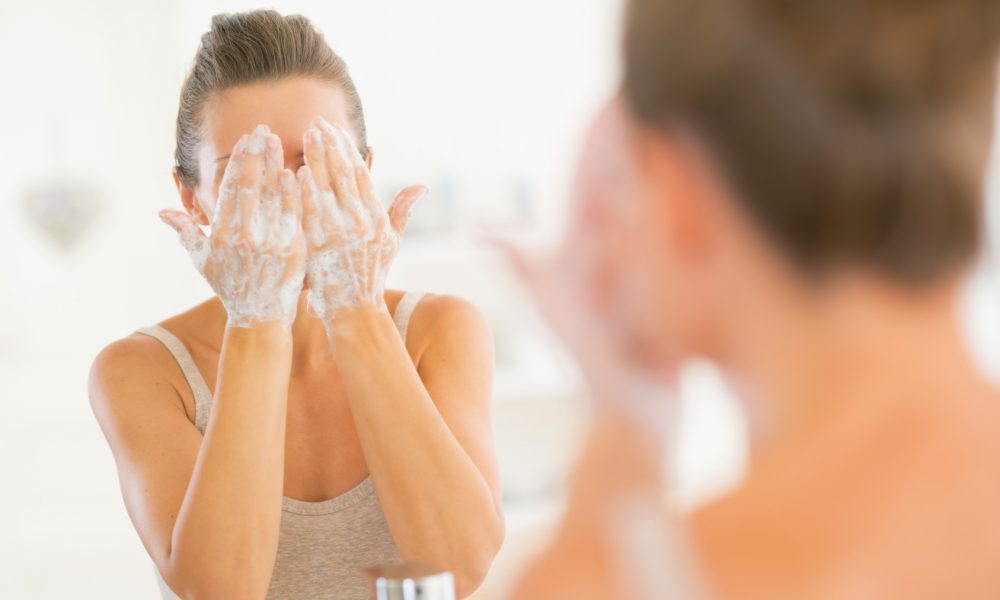 The Face-Washing Routine That Dermatologists Recommend