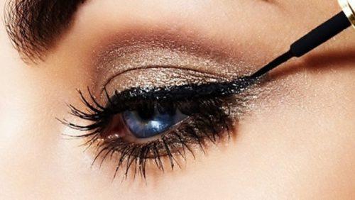 Applying Eyeliner - The Right Way