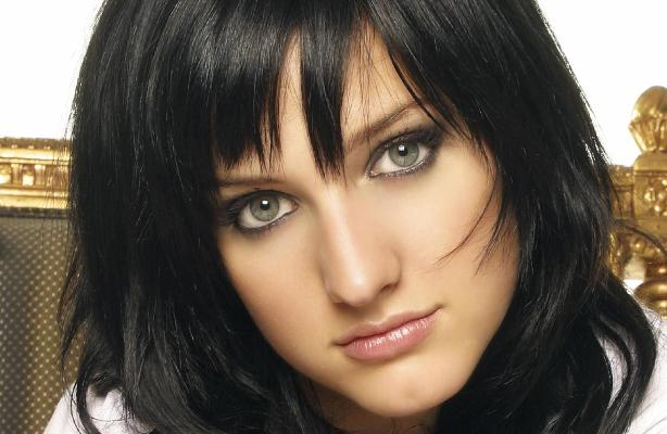 Steal Ashlee Simpson's Gray Smoky Eye