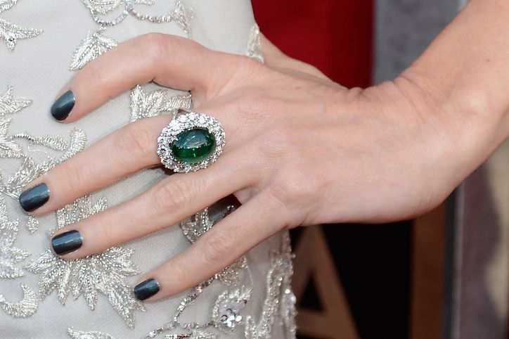Dark Green Nails Are Super Wearable For Fall
