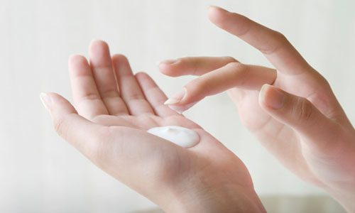 Tips For Keeping Your Hands Moisturized This Winter