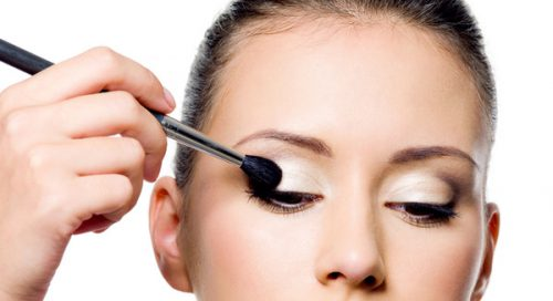 Keeping Your Eyeshadow From Creasing
