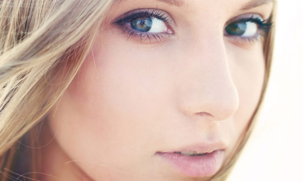 A Natural Makeup Look Works Best With Spring's Bright Fashions