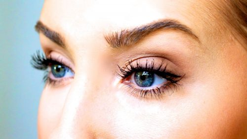 A Trick To Get Soft, Feathery Lashes