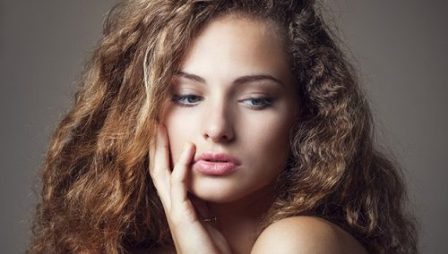 Frizz-free hairstyles for humid weather