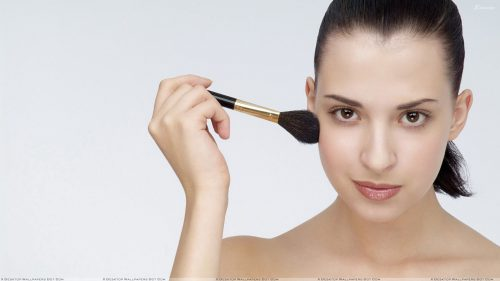 Four Quick Tips For Touching Up Your Makeup