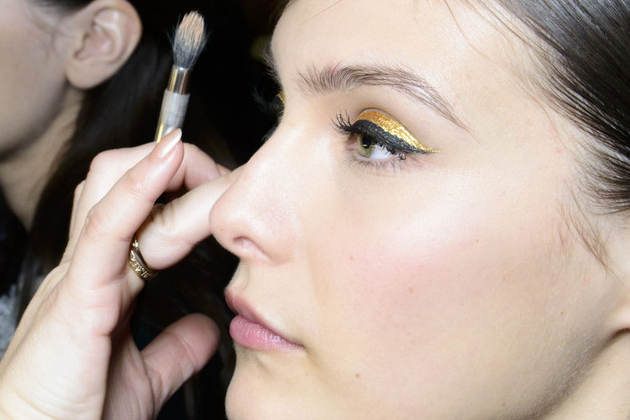How To Use Gold - A Universally Flattering Eyeshadow And Liner ColorHow To Use Gold - A Universally Flattering Eyeshadow And Liner Color