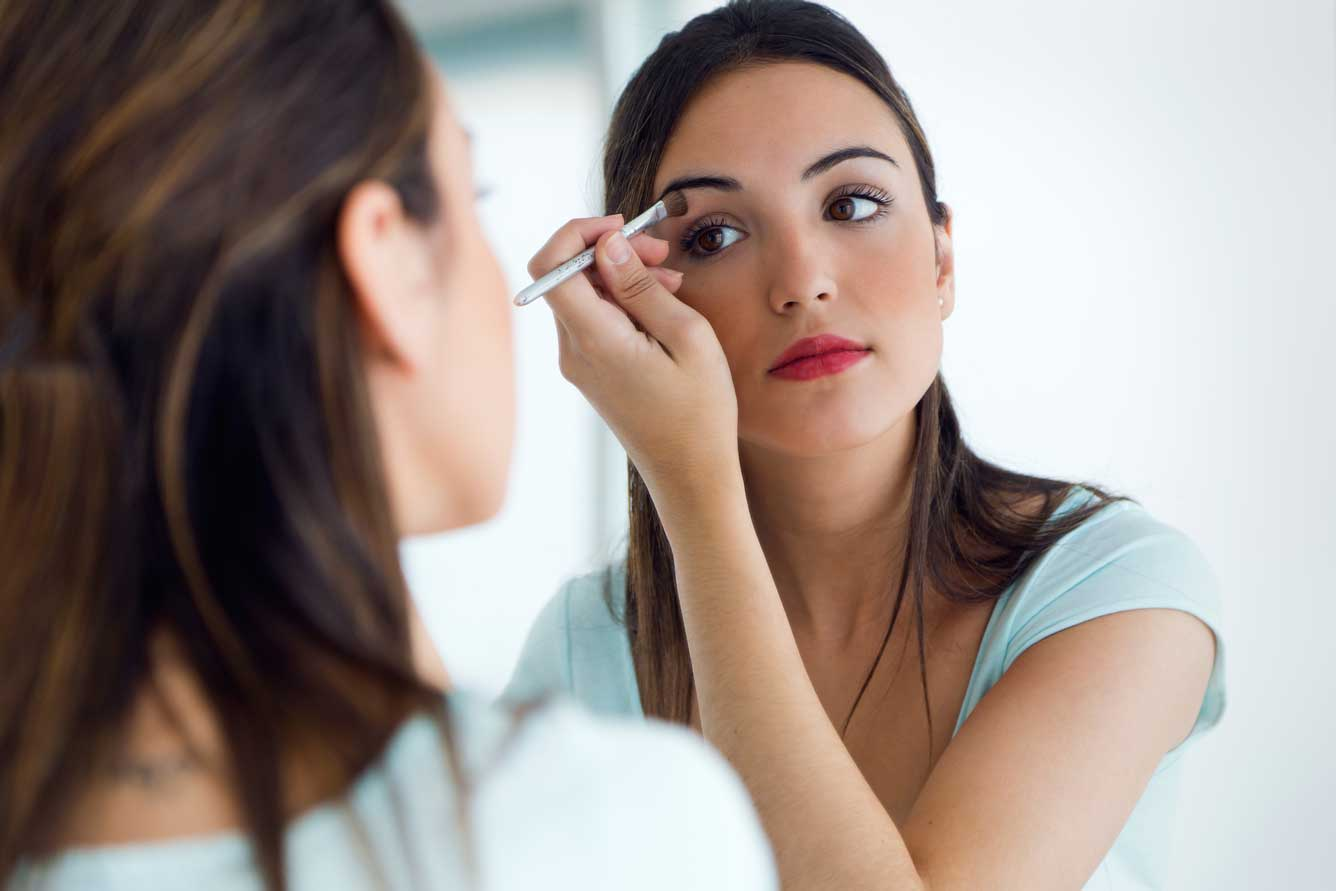 Image result for makeup applying girl pic,nari