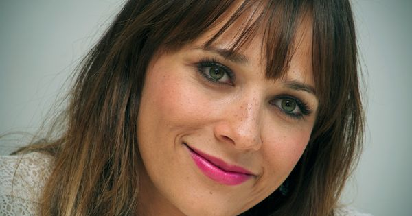 How To Get Fab Fuchsia Lips Like Rashida Jones