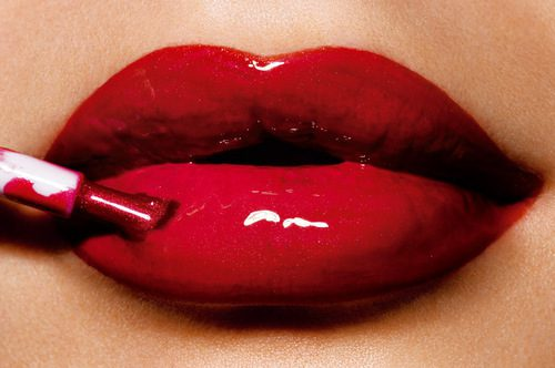 How To Apply The Right Lip Gloss To Make A Bold Statement