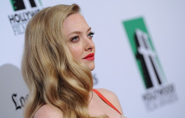 How To Steal Amanda Seyfried's Red Hot Look