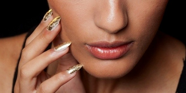 Top 10 Nail Art Looks For The Holiday Season