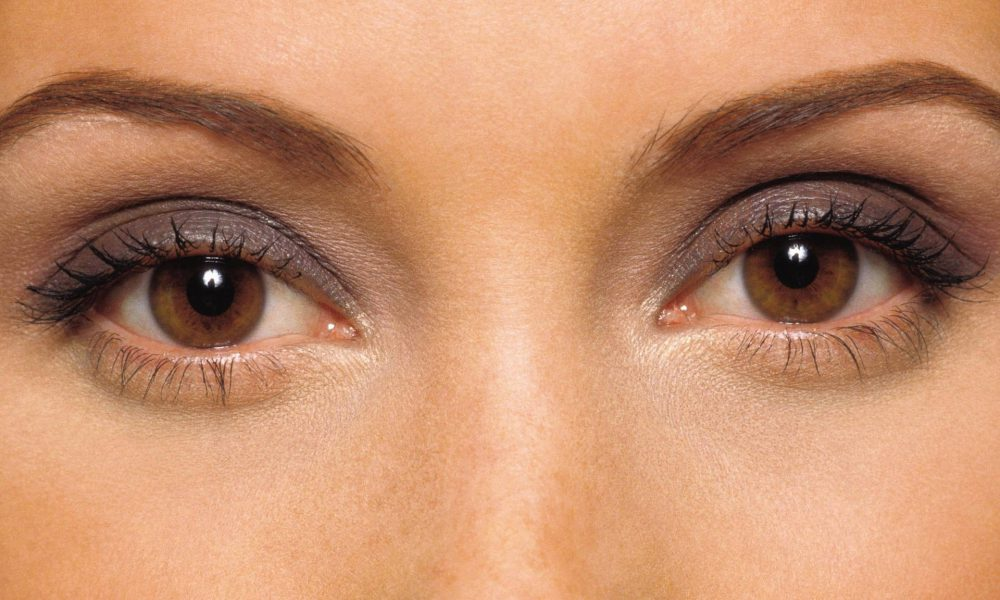 Three Helpful Makeup Tips For Brown-Eyed Gals