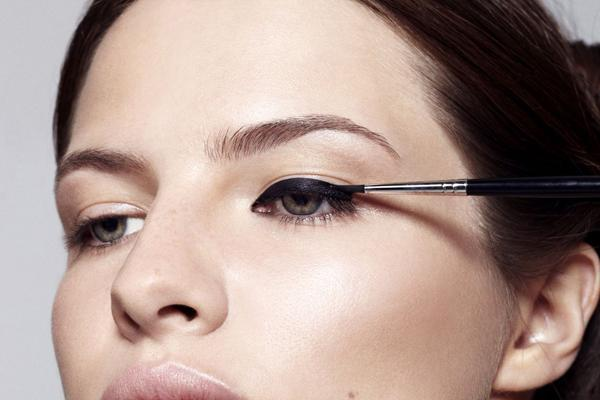 Three Ways To Flawlessly Apply Your Liquid Eyeliner