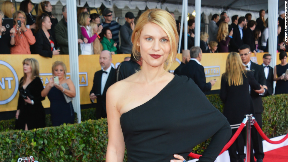Claire Danes Goes Bold With Magenta Lipstick At SAG Awards