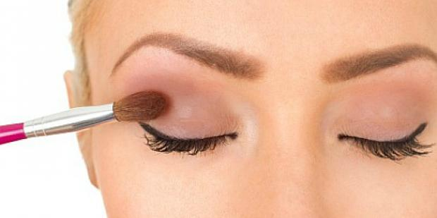 How Can You Stop Your Eyeshadow From Fading?