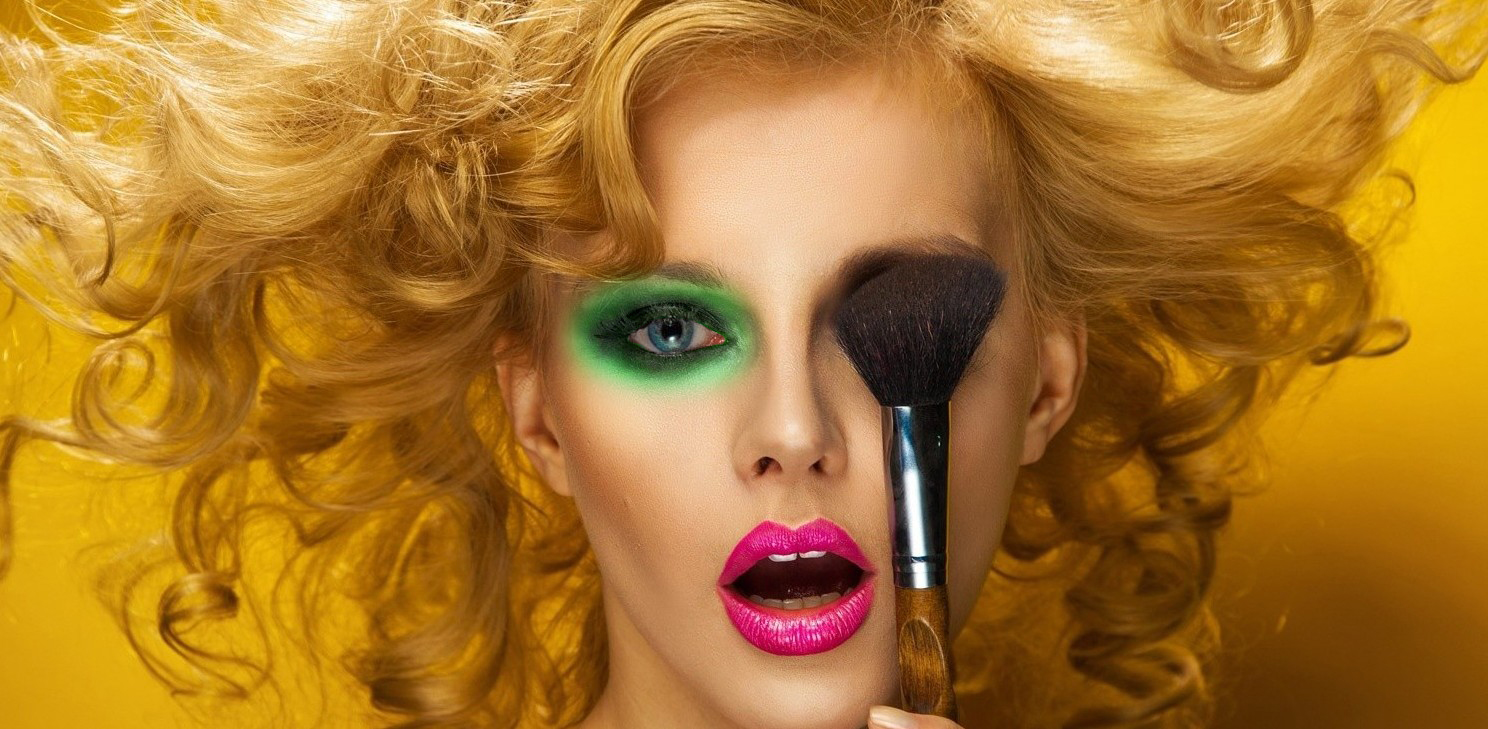 How to eyeshadow wear like a pro video