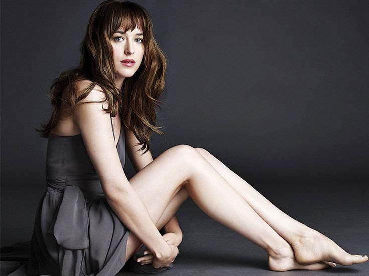 Dakota-Johnson-with-Bed-Head-Look
