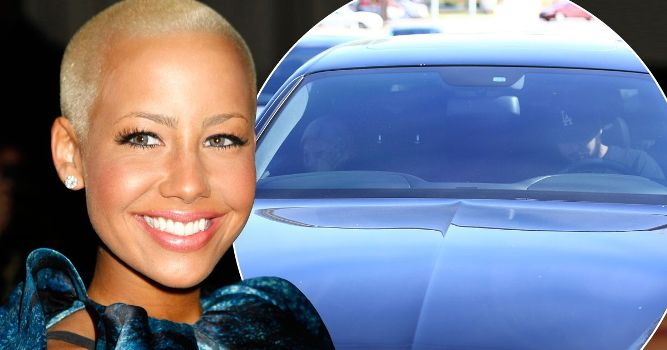 Amber Rose Looks Flawless With Glossy Pink Lipstick