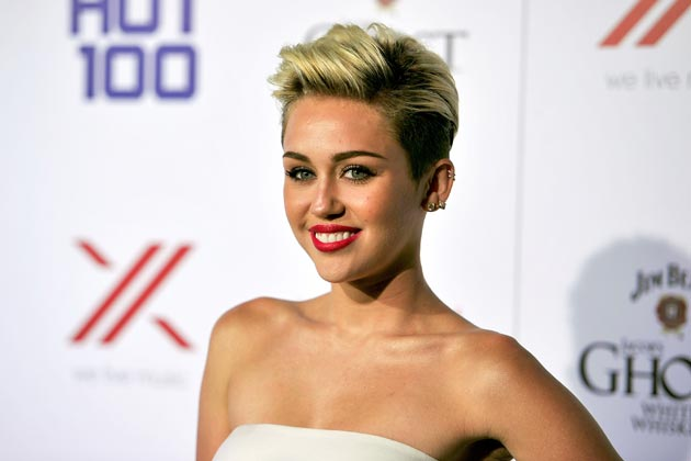 Miley Cyrus Made A Big Makeup Mistake On The Red Carpet