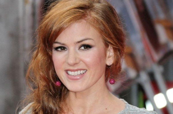 Isla Fisher Shows Off Pout With Glossy Pink Lipstick