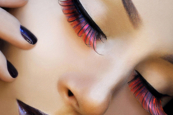Bright Eyes: How To Wear Colored Lashes
