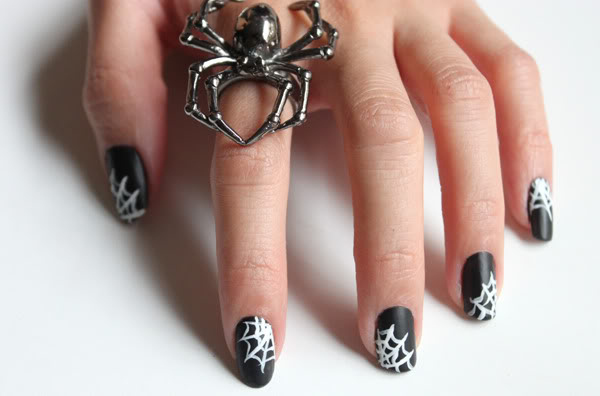 Simple but spooky Halloween nail ideas
