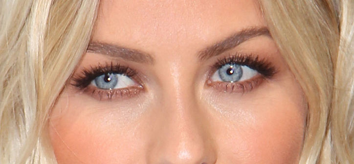 julianne-hough-eye-makeup-paradise-premiere-close-w724