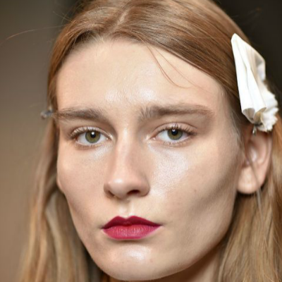 15-makeup-trends-to-try-this-fall-bright-lips
