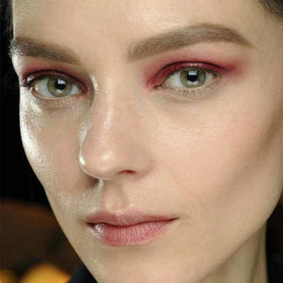 15-makeup-trends-to-try-this-fall-red-eyeshadow